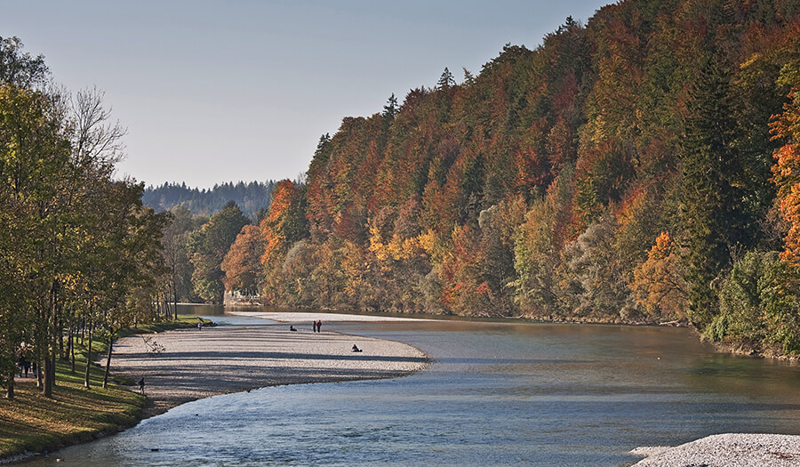 Jogging, cycling, going for walks at the river Isar